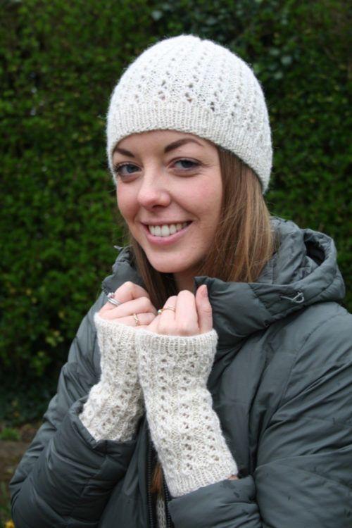 Hat & Wristwarmers knitting pattern