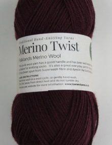 Merino 4ply yarn aubergine